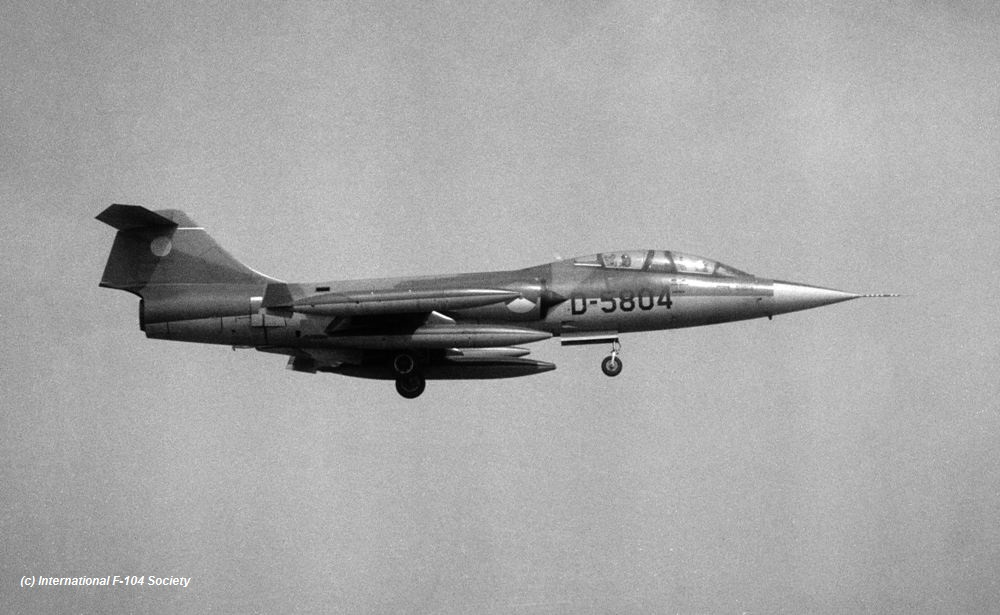 D-5804_CAV_landing_before75_HPrinsCollX