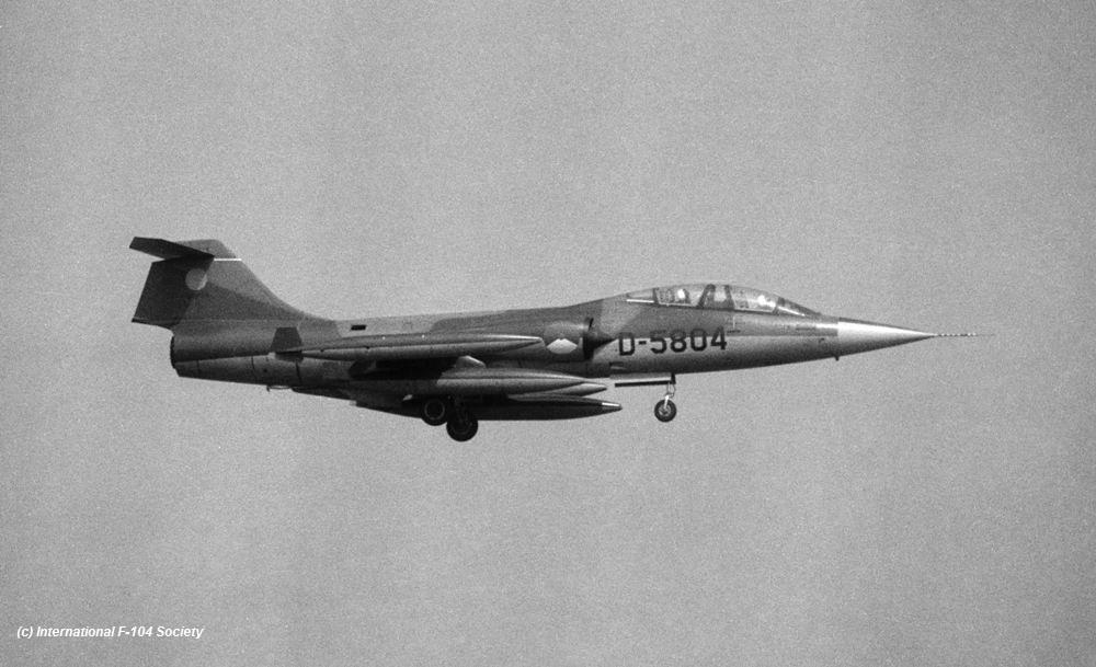 D-5804_CAV_landing_before75_HPrinsCollX2